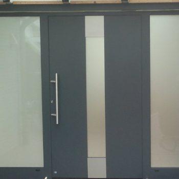 Aluminium Haustür zwei Seitenteile mit Satinatoglas
