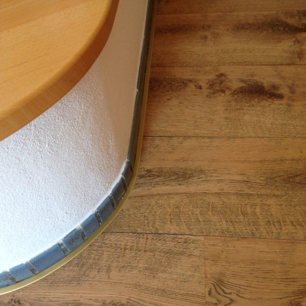 Eichenparkettboden Anschluss an einen vorhandenen Ofen mit Biegeprofilen aus Metall