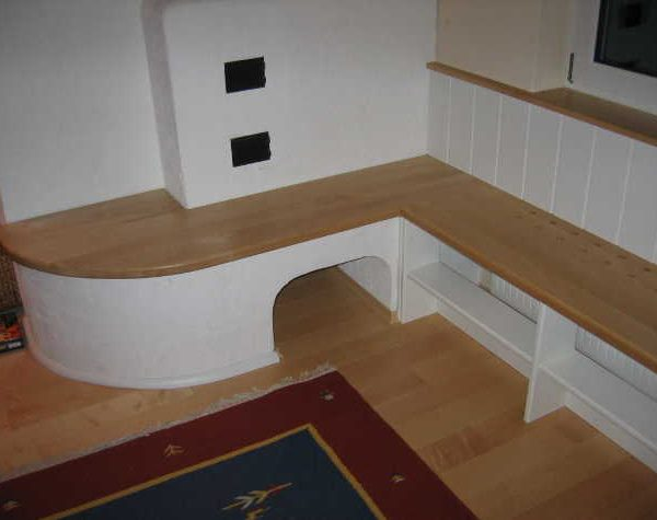 Ofenbank aus Buchenholz mit Stauraum unterhalb