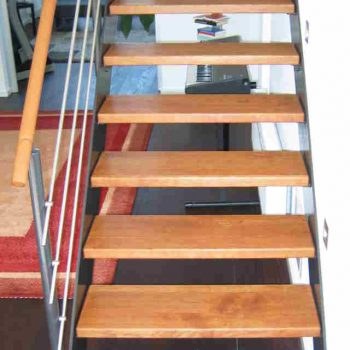 Treppenstufen Kirsche massiv Oberfläche geölt mit Auro Naturöl